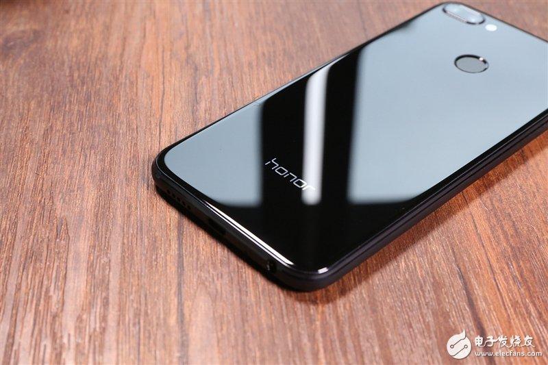 """荣耀9i上手评测:""""很吓人的技术""""加持, 一款如艺术品般的手机"""