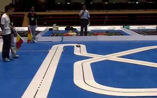 视频:飞思卡尔智能车竞赛光电组之电子科技大学