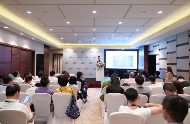 """【CES Asia 2018】清华""""准儿Go""""翻译机惊艳亮相,支持全球39个语种、51国口音"""