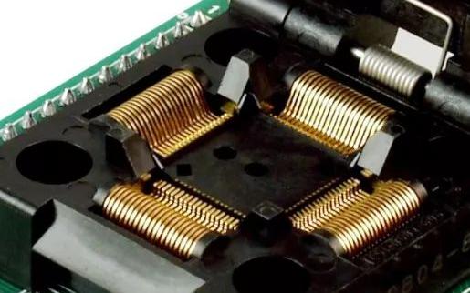 一种将源程序编译生成的固件烧录到目标芯片设计