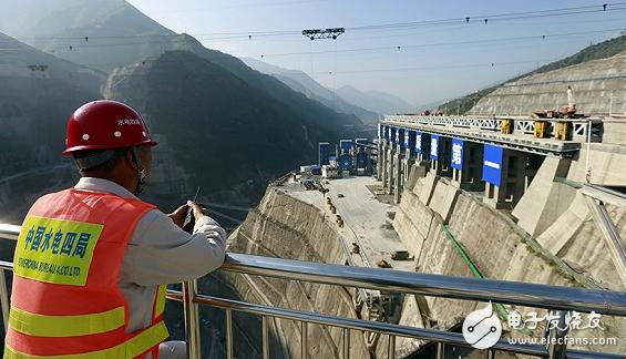 建设白鹤滩水电站大坝的关键--成千上万的传感器