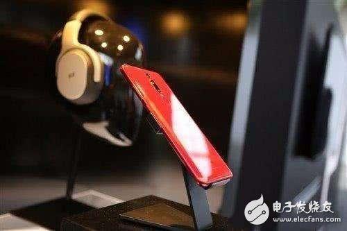 """华为推出Mate RS保时捷手机""""靓号套餐版""""售价16999元"""