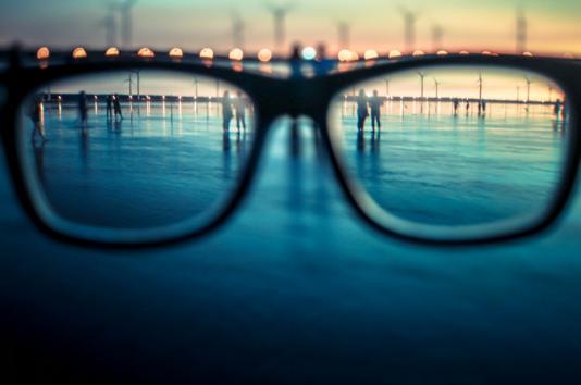 基于光化学原理的方法:无需手术也能永久治疗近视