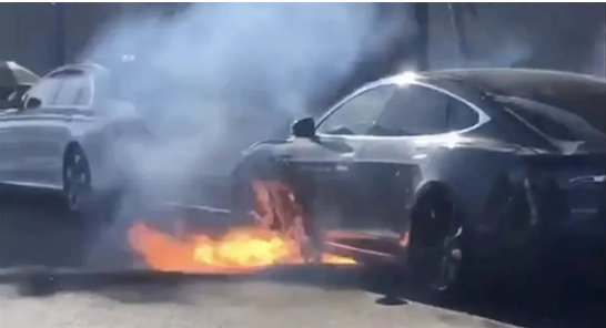 特斯拉又自燃,到底电动汽车的电池在什么情况下会发...