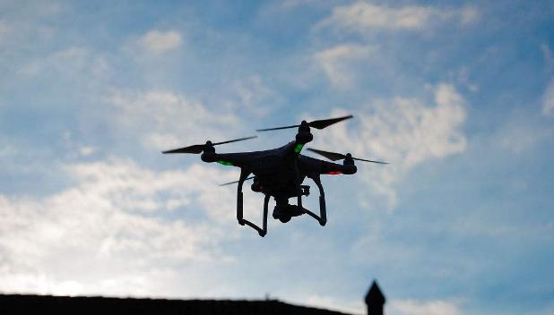 """大型电商企业以及顺风快递都在积极研发无人机,""""无..."""