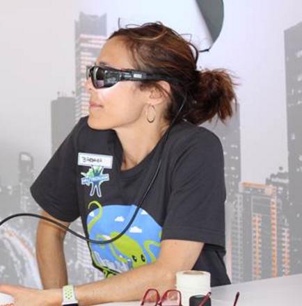 欧司朗展出一款HCL眼部穿戴装置,内部配备LED