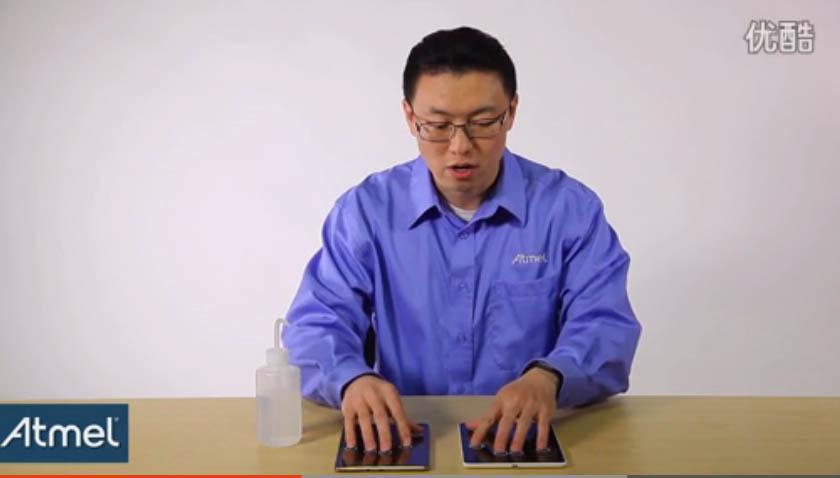 演示 maXTouch 触摸屏芯片带水进行操作