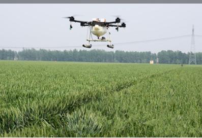 济南市利用无人机喷防小麦4万亩,高效作业惊讶围观群众