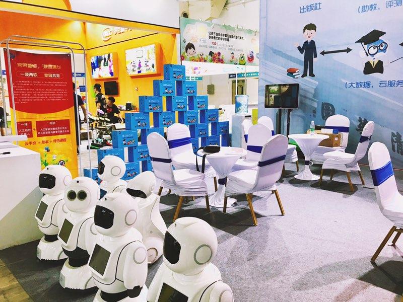 幼儿园机器人:我选宾果智能,有迎宾考勤功能,更有...