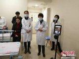 一款由中国专家自主研发的医疗服务机器人