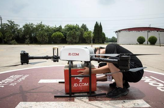 中国率先实现无人机送快递,未来或可在战场收快递