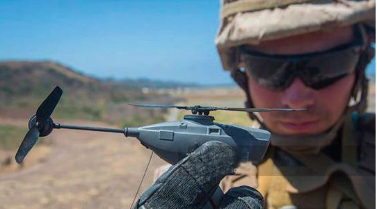"""美军配备""""黑蜂""""无人机:世界最小单兵无人机 只有口袋大小"""