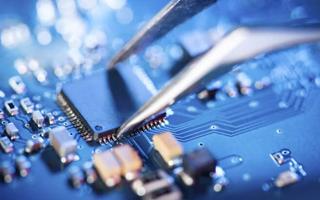 中国芯片厂商推出国产CPU 富士康在硅谷成立人工...