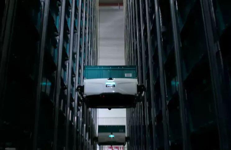 """进击的仓储机器人 离它""""爬货架""""的日子不远了"""