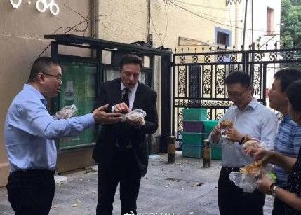 特斯拉最新消息:特斯拉CEO马斯克访华吃煎饼果子...