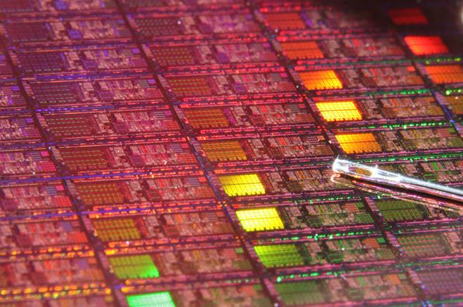 英特尔官方否定10nm工艺难产一事,早在2017年就开发了10nm芯片?