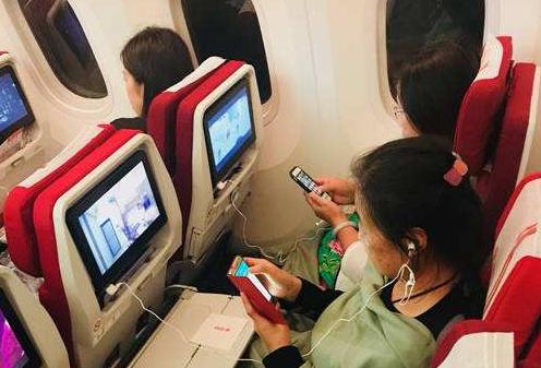深航為方便乘客,宣布開放飛機上便攜式電子設備的使...
