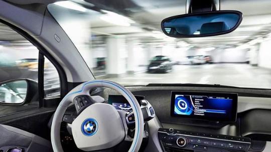 宝马中国首获自动驾驶路试牌照,标志宝马面向科技公司转型又进了一大步