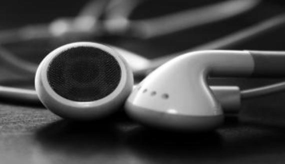 夾腦袋or撐耳洞,你還體驗過哪些耳機帶來痛苦?