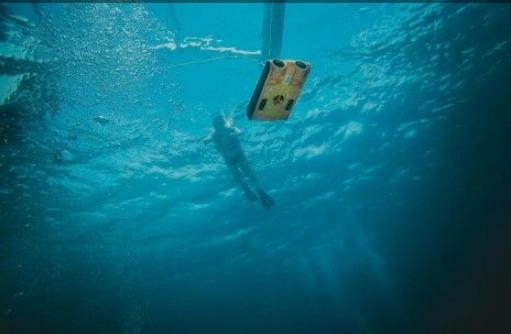 吉影科技争做海底界的大疆,水下无人机泰坦荣获国际...