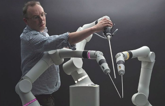 全球最小手术机器人协助医师进行精准缝合或切割