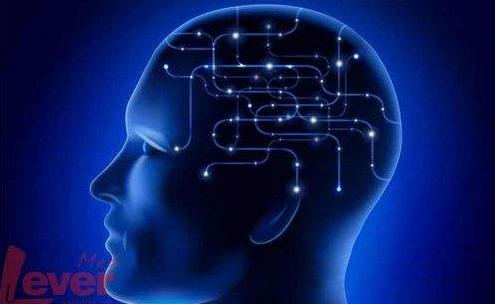 将人脑与技术相结合,通过在人脑中植入芯片来改善疾病