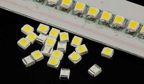 日本研究人员开发出一个由LED芯片构成的可植入式...