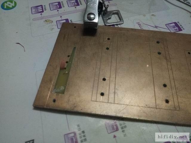 正面由于有覆铜,必须挖铜处理,这铜厚也太薄了,铜皮一拉就断了,估计只有1盎司,也就是只有0.035毫米厚, ...