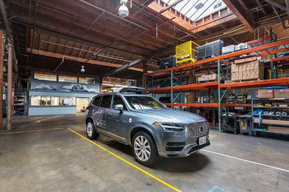 Uber自动驾驶汽车重回公路,由人类安全驾驶员手动操作