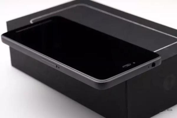 锤子手机T2拆解,看看这款手机的内部做工如何