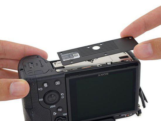 索尼A7RII拆解,机身小巧,内部构造及其复杂