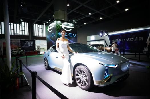 长江汽车携三款车型闪耀2018广州新能源车展,致力于引领新能源汽车行业的创新发展
