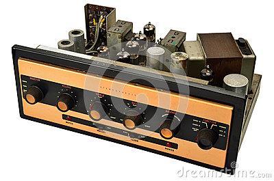 TI推出三款模拟输入D类立体声放大器,可在极低功...