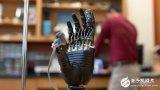 美国医学家,开发出电子皮肤,让肢障者找回疼的感觉,自动避开危险