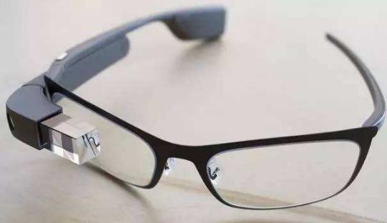 云计算和AI支持的谷歌眼镜功能更强大