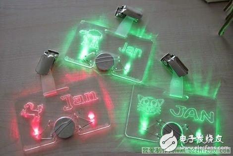 还有他们自己喜欢的动物图案,用3伏纽扣电池供电,彩色发光 二极管照明