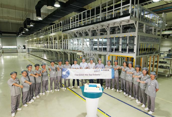 Manz 亚智科技G10.5面板湿制程设备交付出货 创下了国产化的里程碑