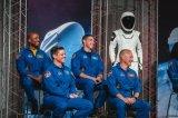 马斯克第一次将人类送入地球外的太空