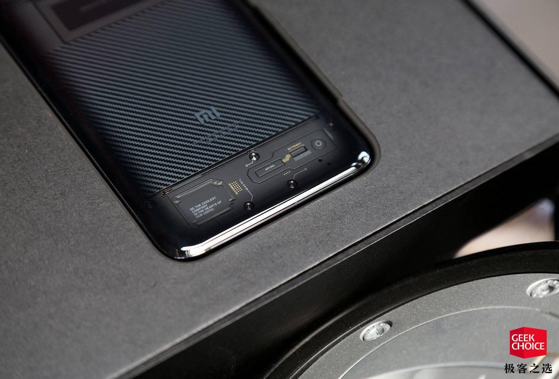 小米8透明探索版与普通版有何区别?