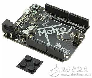 带针座的 Adafruit Metro 328 板图片