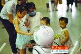 这些机器人不仅能给我们带来欢笑,还会开药