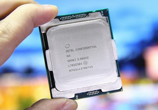 英特尔计划升级现有芯片并为其整合入新的内存技术,以此减少AMD造成的压力
