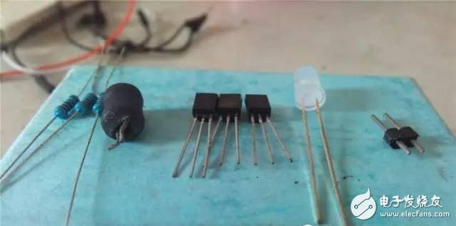 如何制作一个简易的非接触式电笔?