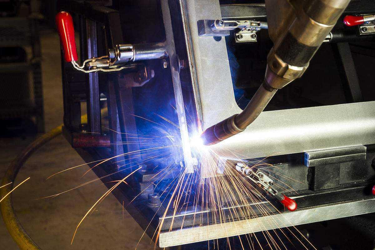 焊接机器人在叉车制造业上的应用