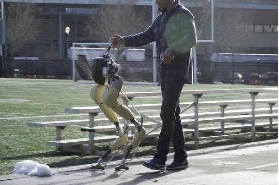 在很多人都对腿足机器人抱有质疑的情况下,AI创企研发成功一款双足机器人Cassie
