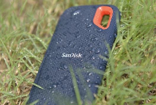 閃迪移動推出新型固態硬盤,可以掛在背包外的移動硬...