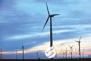 历时两年的宁夏太阳山首台风机成功并网发电,减少了周围的环境污染