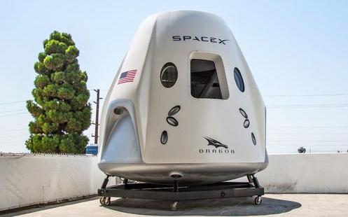 美国SpaceX 公开展示载人飞船  致力于将宇航员送上国际空间站