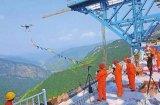 震惊世界!中国工程师用无人机修建悬索桥