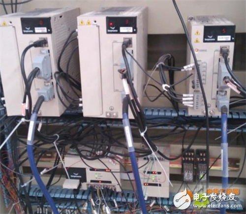 EM1系列HMI人机界面+EP1系列PLC,现实机械手工作高效和精准设计